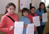На импровизираната почетна стълбичка стъпиха Деница Кафеджиева, Зарина Маринова, Габриел Тупаров и Александрина Шарабанска.