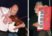 """Първата цигулка на Турция Недим Налбантоглу (вляво) и световноизвестният акордеонист от България Нешко Нешев по време на """"Мистериите на Хухла 2012"""""""