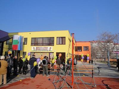 Сградата е вдигната за по-малко от година.  Снимка © Aspekti.info