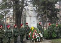 Паметникът в Цар-Симеоновата градина бе обсипан с венци и цветя.