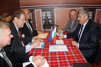Зам.- министър Бюрхан Абазов обсъди възможностите за кредитиране на земеделските производители с д-р Хорст Райнхард.