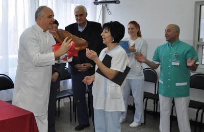 Равен брой момчета и момичета ще се родят през 2014 г. Това предрече с разчупването на празничната погача на две равни половини проф. Пехливанов.