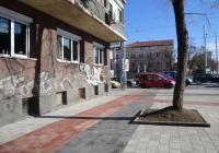 Тротоарите са оформени с унипаваж в комбинация с каменни павета. Снимка © Aspekti.info