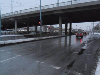 Пътищата са почистени до асфалт, но са мокри и шофьорите трябва да бъдат внимателни.