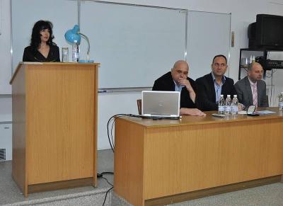 Теодора Мурджева приветсва участниците във форума.