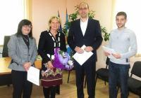 """Райна Петрова в качеството си на работодател показа успешната формула за съвместно сътрудничество в полза на служителите в районната администрация. Снимка Район """"Централен"""""""