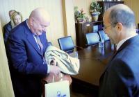 Алесандро Бузони (вляво) пое ангажимент да обсъди с кмета на Винчи идеята за побратимяване с Приморско.
