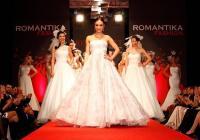 """Във втората част на ревюто София Борисова представи  различни силуети  при сватбената мода. От късата дантелена рокля до обемната копринена """"принцеса"""". Тази колекция ще бъде представена на специално ревю в края на април в Италия."""