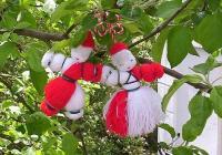 """Мартениците са символ на настъпващата пролет и пожеланията за здраве и благоденствие. Снимка <a href=""""http://biskvitka.net/"""">biskvitka.net</a>"""