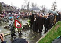 След църковната церемония стотици пловдивчани и гости на града, въпреки лошото време и дъжда се събраха на Хълма на Освободителите, пред Паметника на руските воини.