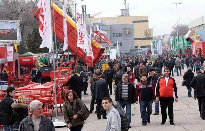 """Атрактивните експозиции на """"Агра 2014"""" привлякоха рекорден брой посетители. Трима от тях спечелиха награди, осигурени от Международен панаир Пловдив."""