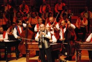Музикантите свирят в удивителен синхрон, по памет и без партитури.  Снимка artbulgaria.org