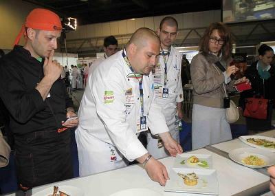 Майстор кулинар подрежда своите шедьоври, за да бъдат оценени от журито на Националната кулинарна купа на България. Седмото издание на надпреварата ще се проведе на 25 и 26 април 2014 г. в Международен панаир Пловдив.