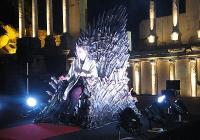 """Тронът е направен от мечовете на победените воини в многобройните битки за седемте кралства. Снимка <a href=""""http://www.aspekti.info/"""">Aspekti.info</a>"""