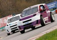 Иновативната надпревара се провежда със специално създадените за състезания автомобили, наречени Volkicar.
