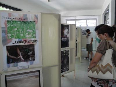 Изложбата може да бъде видяна до 15 юли в районната администрация.  Снимка Aspekti.info