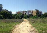Обособените пътеки се настилат със специален материал, за да не газят хората кал и прахоляк. Снимка Aspekti.info