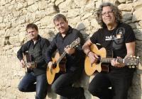 Acoustic trio 3000 е съставено от тримата виртуозни китаристи - Иван Лечев, Цветан Недялков и Веселин Койчев.
