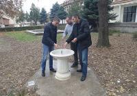"""Кметът на """"Западен"""" Димитър Колев (вляво) благодари на дарителите. Снимка: Район """"Западен"""""""