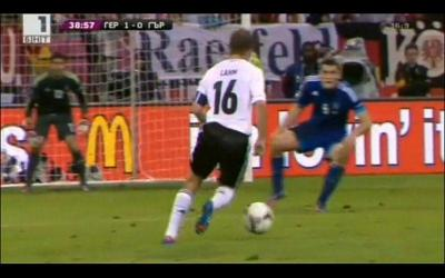 Филип Лам успя да пробие гръцката защита в 39-ата минута и отбеляза първия гол в срещата.