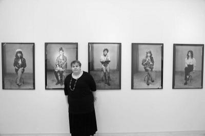 Соня Станкова сред творбите си.  Снимка: личен архив