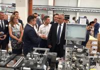 """Премиерът Бойко Борисов пристигна в Пазарджик за откриването на завода Снимка: <a href=""""http://www.government.bg/"""" target=""""_blank"""">МС</a>"""