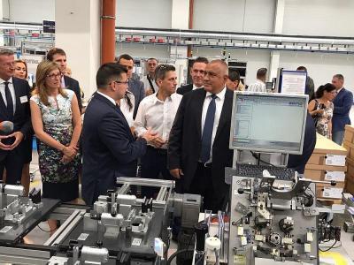 Премиерът Бойко Борисов пристигна в Пазарджик за откриването на завода  Снимка: МС