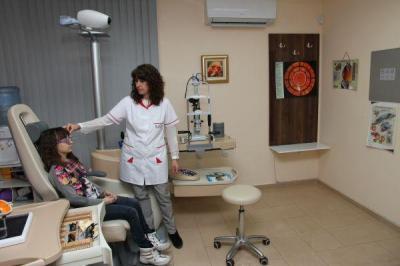 """Д-р Гергана Попова съветва децата да се изследват от малки за проблеми със зрението.  Снимка: УМБАЛ """"Пловдив"""""""