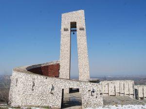 Мемориалът е открит през 1976 г. за 100-годишнината от Априлското въстание.  Снимка: Община Перущица