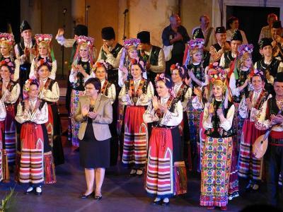 """Професор Дженева е ръководител на фолклорен ансамбъл """"Тракия"""" от 1997 г.   Снимка: ©АМТИИ - Пловдив"""