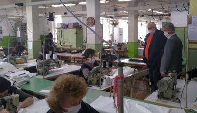 В производствения процес участват 100 служители при стриктно спазване на дистанция помежду им и дезинфекция на работните помещения.  Снимка: Пресслужба МС