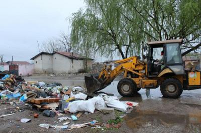 """Близо 50 тона отпадъци от нерегламентирани сметища в """"Столипиново"""" са събрани и извозени само за ден.  Снимка: ОП """"Чистота"""""""