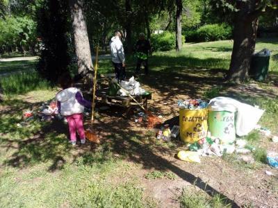 """Изложбата цели да насочи вниманието на обществото върху намаляването на отпадъците, рециклирането и грижата за общите пространства.  Снимка: Фейсбук страницата на """"Място България"""""""