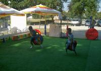 Децата могат на воля да играят без риск за здравето им.