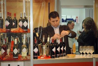 """Тазгодишната """"Винария"""" започва на 15 март и ще бъде съпътствана от изложбата за храни и напитки, опаковки, машини и технологии ФУДТЕХ и изложбата за оборудване за хотели, ресторанти, кафетерии и търговски обекти ХОРЕКА."""