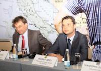 """Министър Добрев (вдясно) и френският посланик Филип Отие на бизнес форума """"Франция - Югоизточна Европа"""" Снимка МИЕТ"""