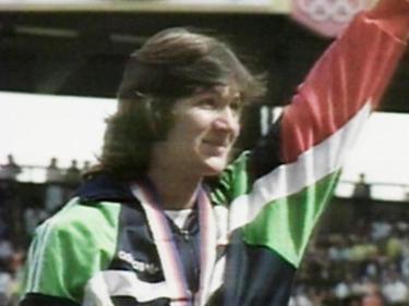Донкова тренира и се състезава активно в продължение на 25 години.