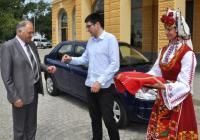 УНИЦЕФ дари на общината лек автомобил за улесняване работата на социалните работници. Снимка Община Сливен