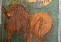 Лъвът е представен в много интересна поза, рядко използвана в българската символика. Фотограф: Елена Илиева