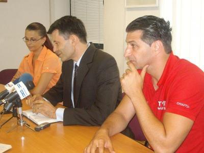 """Зам.-кметът Титюков (вляво) увери, че подготовката на първенството върви без проблеми.  Снимка Район """"Западен"""""""