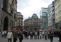 В австрийската столица двустаен апартамент с площ около 50 кв. м може да се наеме срещу 500-700 евро на месец.