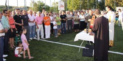 Редом с официалните лица на откриването присъстваха много жители на селото.  Снимка Община Стара Загора