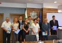 Кметовете подписаха официално документите за финансирането в Министерството на регионалното развитие и благоустройството. Снимка МРРБ