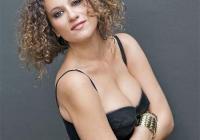 Чаровната певица наскоро издаде новия си албум. Снимка webradio.bg