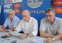 Ръководителят на проекта инж. Георги Папазов (вляво) увери, че всички конкурсни процедури са изпълнени коректно. Снимка Aspekti.info