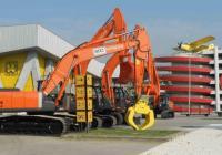 Най-големият изложител показва серия от тежкотоварни машини, сред които най-атрактивната е 50-тонен багер. Снимка Панаира